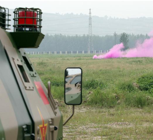 38毫米烟雾弹发射效果