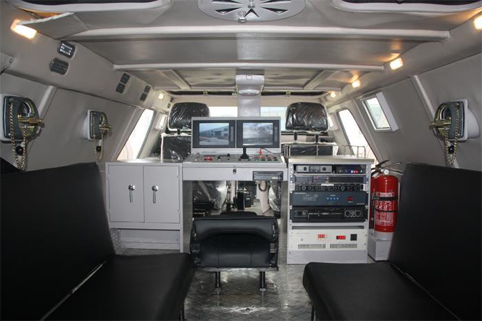 万博manbex装甲广播车舱内布置图